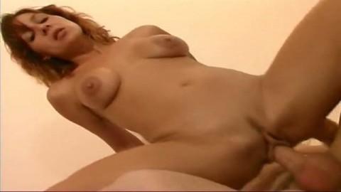 Elle r�clame ce membre immense dans son cul