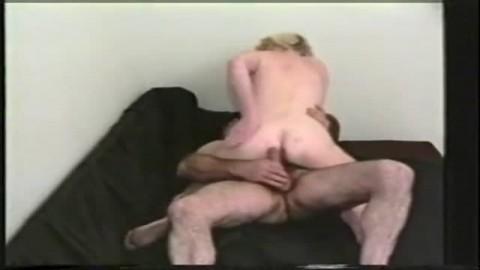 Femme m�re chevauch�e dans tous les sens