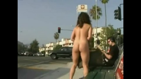 Thumb for Elle exhibe son intimit� au bord d'une rue