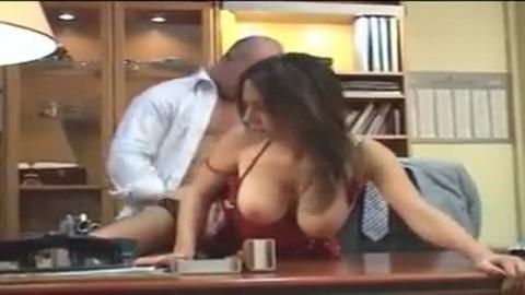 Elle suce avidement cette queue avant de l'encaisser dans le vagin