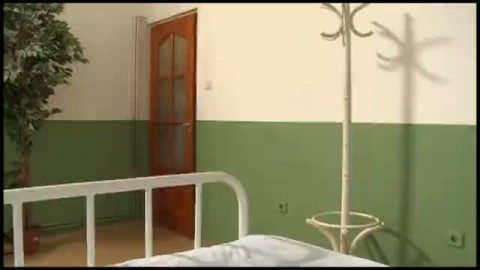 Un patient se tape deux infirmi�re