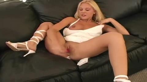 Elle se gode pour son plus grand plaisir