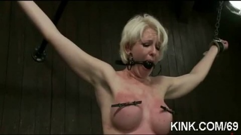 Douleurs et tortures pour le grand plaisir d'une blondasse