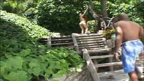 Mec baraqu� explose la choune d'une salope asiatique