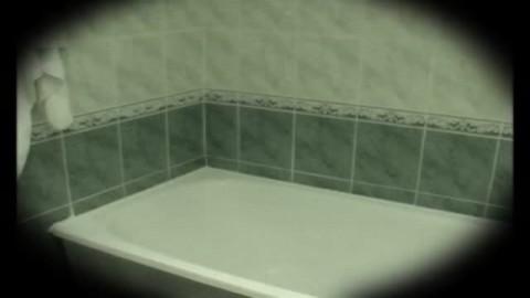Plaisir intime dans le bain